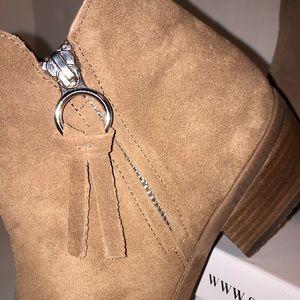 Steve Madden Shoes - Steve Madden ankle boots zipper both sides.